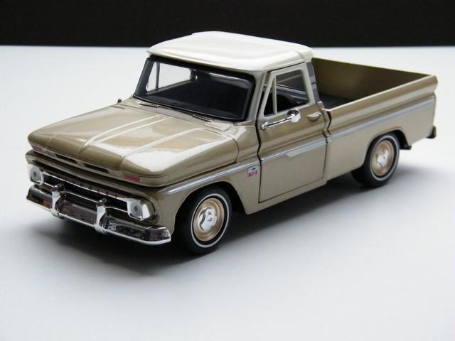 chevrolet-c10-fleetside-pickup-1966-modelauto-miniatuur-schaalmodel-oldtimer-rays-autos-amersfoort-1 (1)