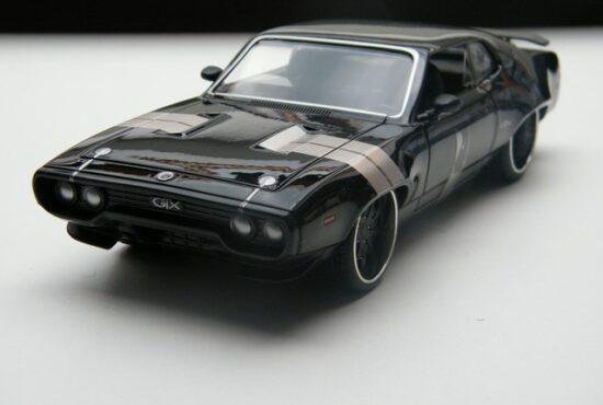 fast_and_furious_8_modelauto_schaalmodel_miniatuur_plymouth_gtx_rays_autos_1 (1)
