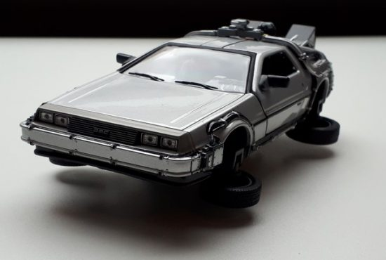 model-auto-modelauto-modelbouw-delorean-back-to-the-future-2-schaalmodel-rays-autos-amersfoort-1 (1)